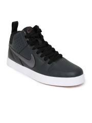 Upto 50% off on Nike.Starting at Rs 276.